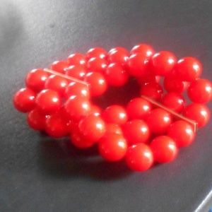 RED BEADS Tripple Strand Stretch Bracelet VTG
